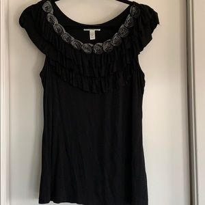 Blk tank w/ ruffle blk and grey rose around neck